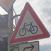 bikes turn right